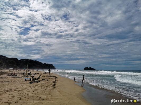 playa cocles puerto viejo