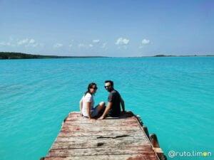 Victor y Anna en la laguna de Bacalar