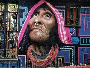 Famoso grafiti de la mujer indígena en el Callejón del Embudo en Bogota
