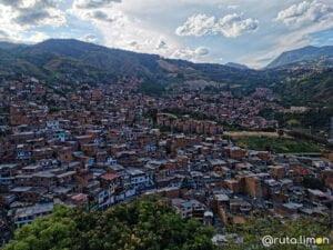 Que ver en Medllín - Casas de la comuna 13