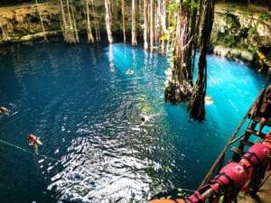 Bañandose en el Cenote Oxman. Cenotes en Yucatán